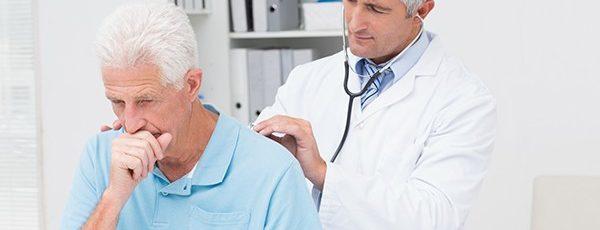 Tosse seca, obstrução na garganta e até dor no peito podem ser causadas por refluxo